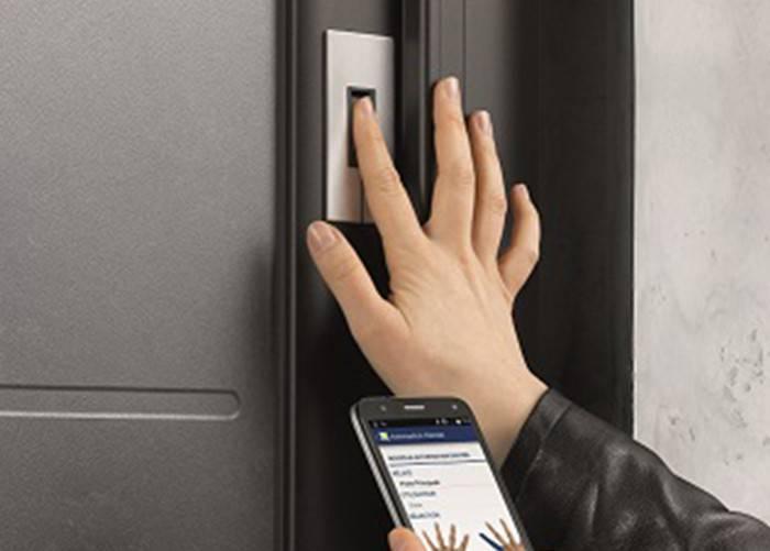 L'ouverture télécommandée de la porte d'entrée avec io-homecontrol®