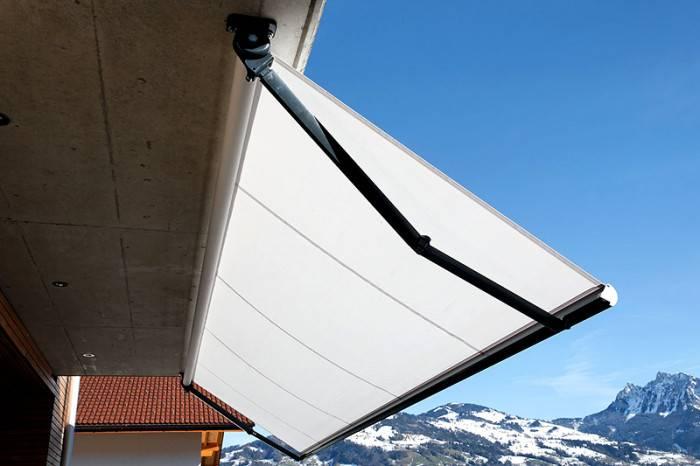 Store banne balcon blanc