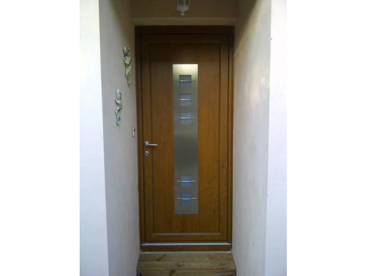 photos de porte d 39 entre en bois ou pvc imitation bois. Black Bedroom Furniture Sets. Home Design Ideas