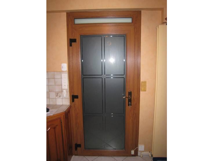 Photos de porte d 39 entre en bois ou pvc imitation bois for Porte entree pvc imitation bois