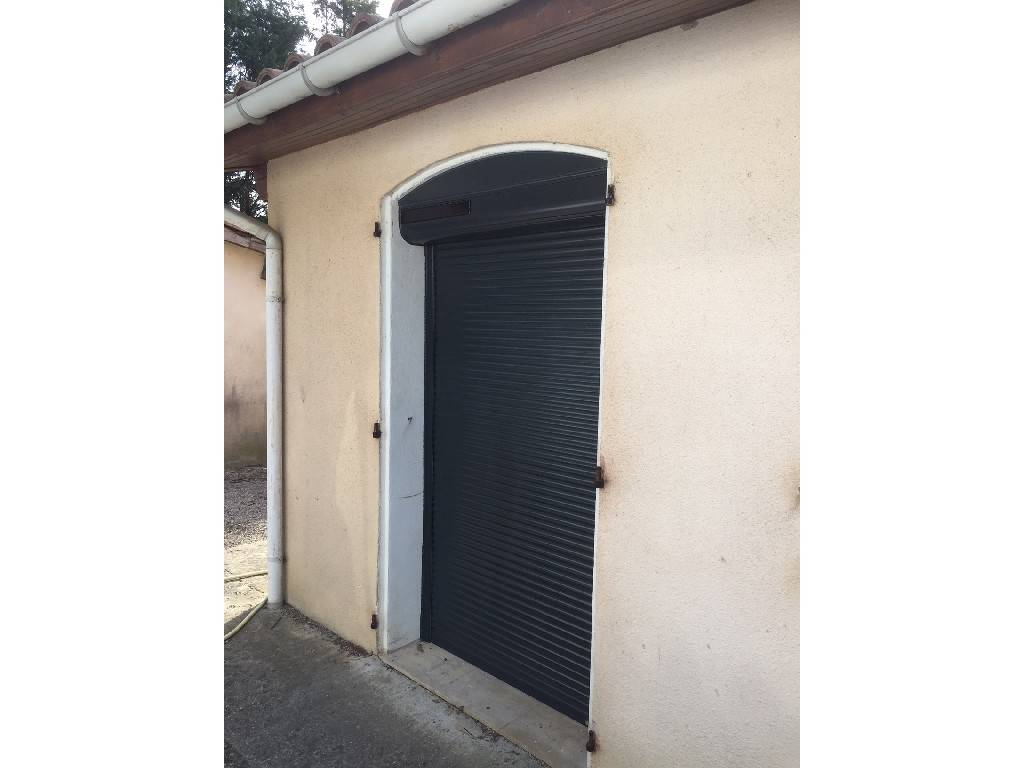 Volets roulants carcassonne 11 tryba system b for Garage ad piriac
