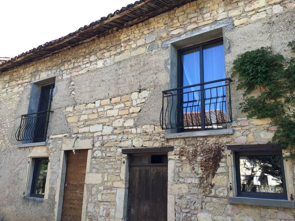 Fen tre is re maison site class for Fenetre maison