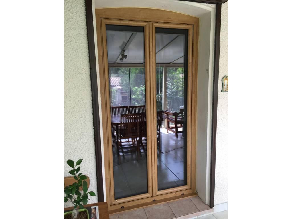 Tryba Installe Les Fenêtres Pvc Imitation Bois 1275 X L 950 à