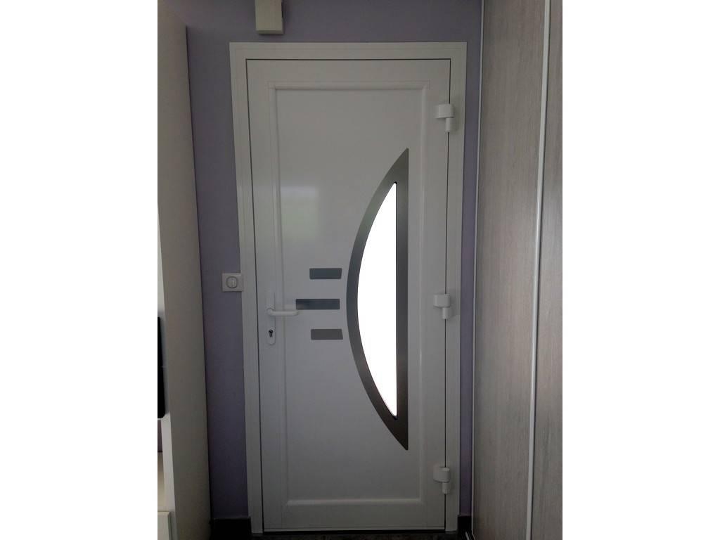 Porte d 39 entr e montrbon s curit tryba for Porte de garage sectionnelle tryba