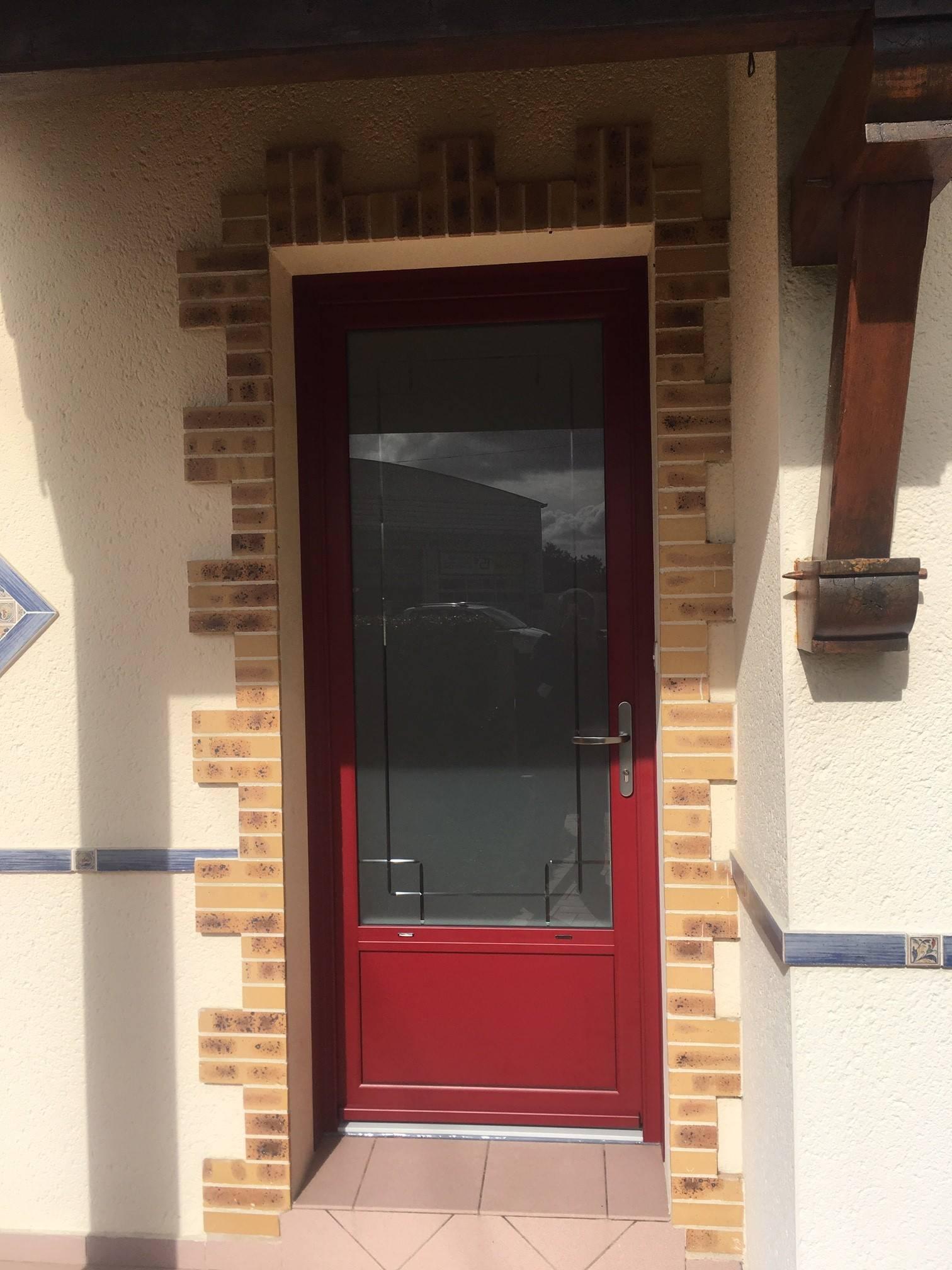 Porte D Entrée Rouge porte d'entrée aluminium modèle lombarde - vitrage dépoli
