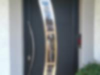 porte-dentree-aluminium-madine-noire-ral-9005-avec-barre-de-tirage-a-cellieu-42-loire