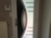 porte-dentree-aluminium-jaspe-bicolore-avec-barre-de-tirage-a-villars-42-loire-1